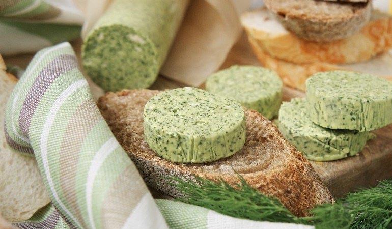 Зеленое масло для бутербродов