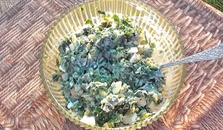 готовый салат с крапивой