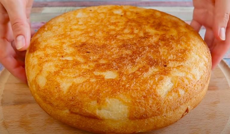 готовый хлеб на сковороде