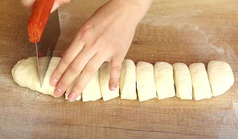 нарезаем творожное тесто