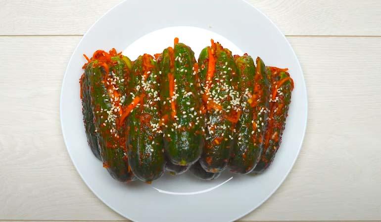 готовые огурцы по-корейски с морковкой