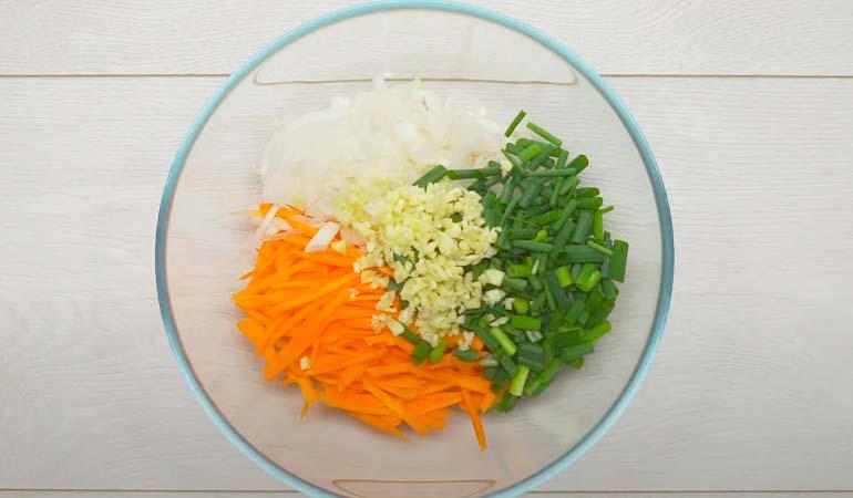 нарезанные овощи для начинки