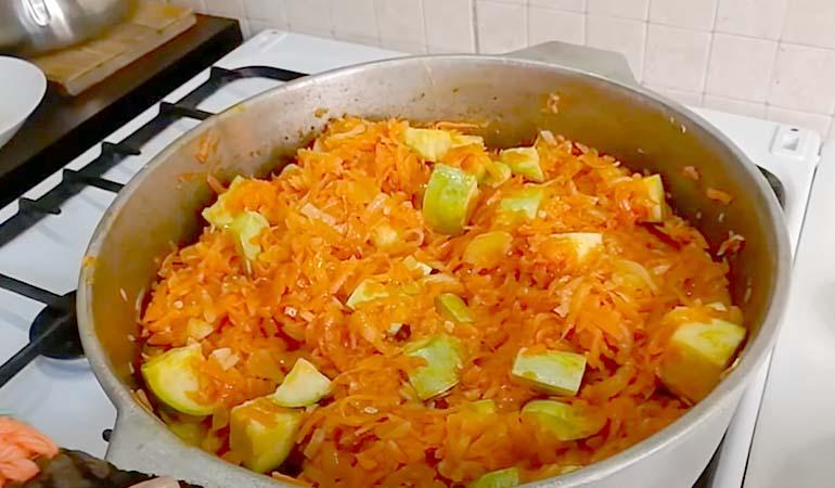 заготовка салата из кабачков с морковью