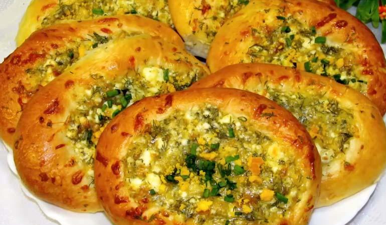 готовые булочки с сыром и творогом