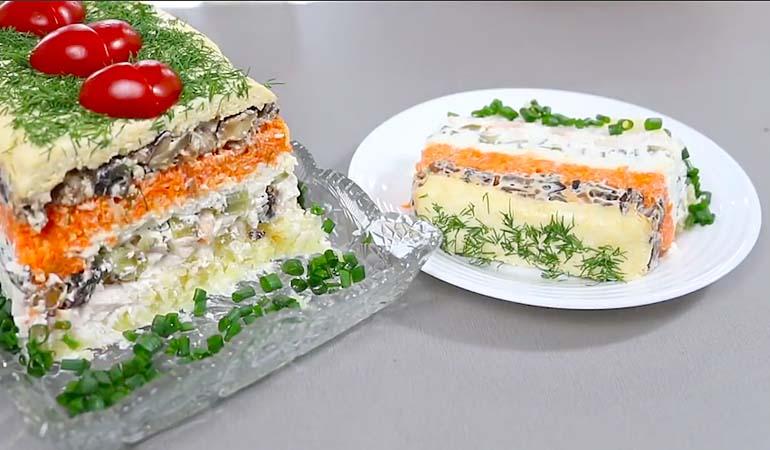 салат Король стола на блюде